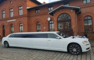 Piękna limuzyna do ślubu i na co dzień