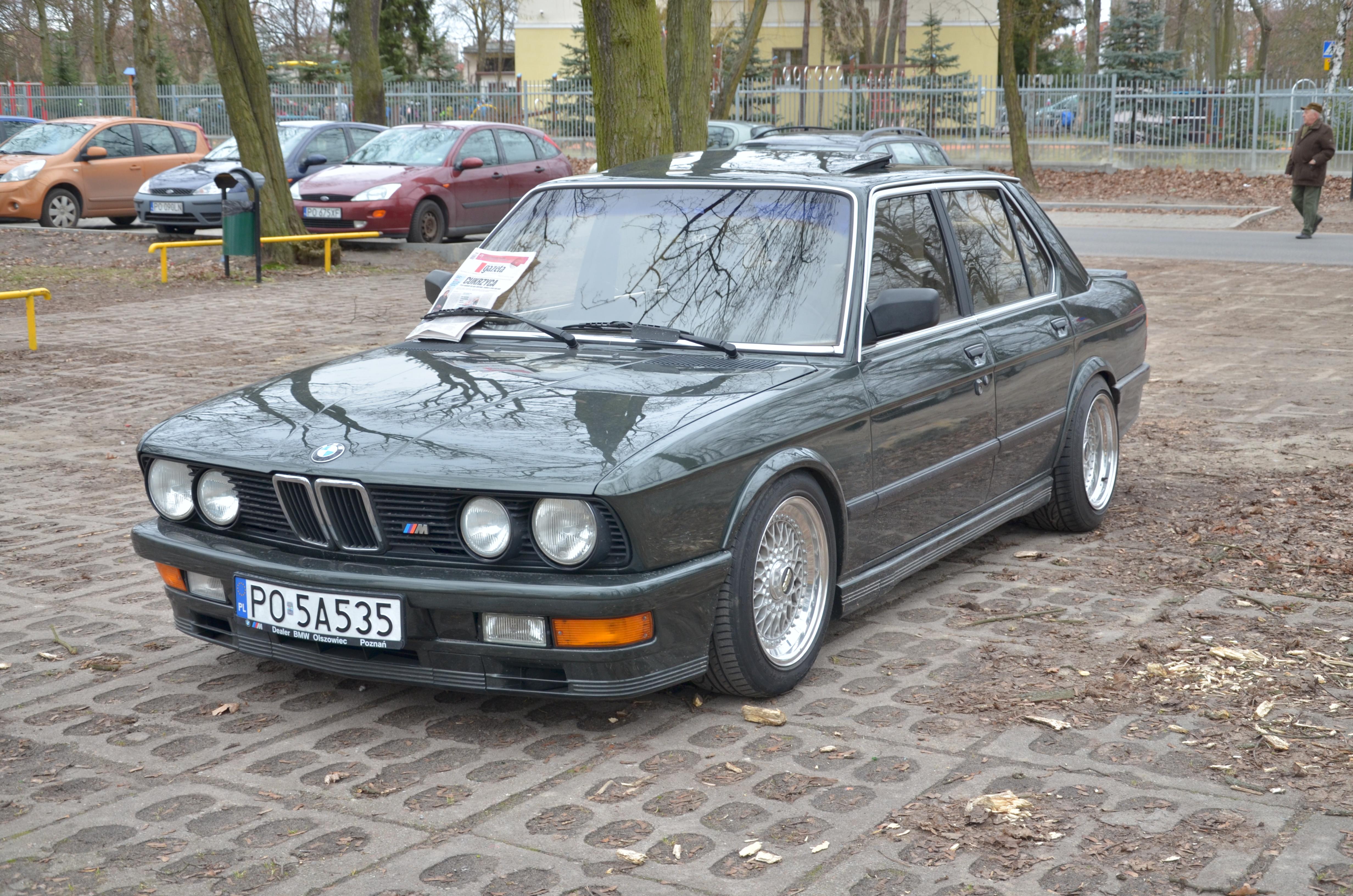 Góra BMW M535i. Rekin ! - Auto do ślubu Poznań MO12