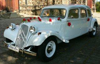 Biały Citroen Traction Avant - idealne auto na ślub