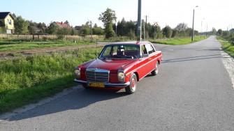 Czerwony Mercedes w115 1976r. Piaseczno