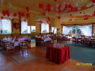 Sala weselna gotowa na przybycie gości Międzybrodzie Bialskie