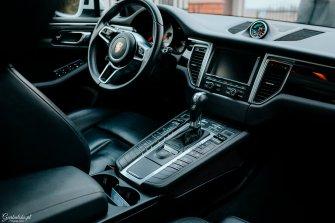 Do ślubu białym BMW serii 7 F01 w M-Pakiecie Łomża