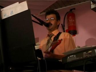 Mietek -Wokal, gitara Węgrów