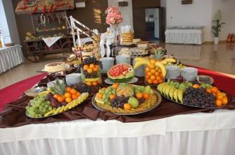 Stół słodki w holu Sali Weselnej  Bielsk Podlaski
