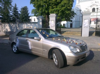 Samoch�d zawioz� do �LUBU unikalnym Mercedesem C200 ��D�
