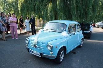 Wyjątkowy samochód zabytkowy na ten wyjątkowy dzień Poznań