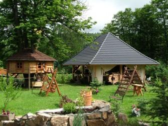 Wiata Góralska i domek na drzewie Stronie Śląskie