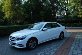 Auto, samochód do ślubu Mercedes E limuzyna Puławy