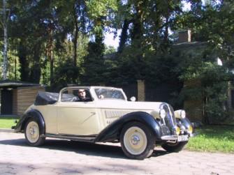 Hotchkiss686 z 1938r. Przewozi 5 osób. Otwock