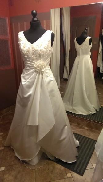 Piękna suknia z różą Łódź