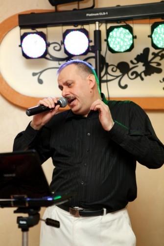 Darek- wokalista i główny prowadzący Rawicz