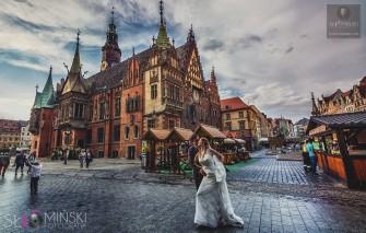 Sesja ślubna na rynku we Wrocławiu.