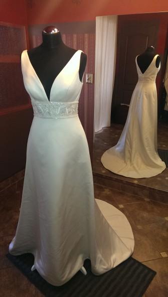 Oferuję Paniom piękną suknię ślubną prosto z Włoch w wyjątkowej cenie tylko 950 zł. Tylko w naszym salonie znajdziesz tak tanie suknie.Suknie są nowe i pochodzą z wyprzedaży włoskich salonów. ceny już od 500 zł.  Zapraszamy Łódź ul. Nawrot 32.
