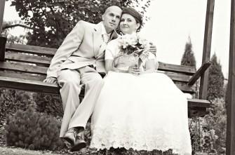 Zdjęcie ze ślubnej sesji plenerowej koło Niepołomic Kraków
