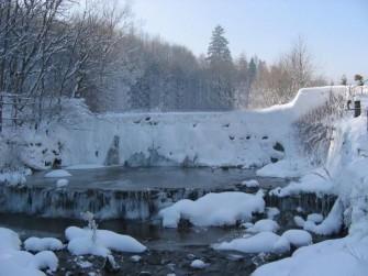 Tytułowy wodospad Międzybrodzie Bialskie