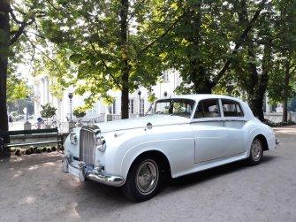 Bentley S2 z 1961r i w tle Pałac na Wyspie Warszawa