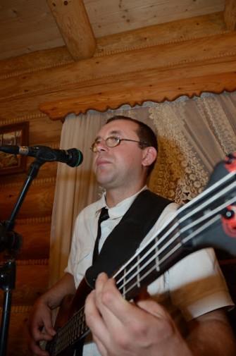 Irek - gitara basowa, wokal, akordeon. Radom