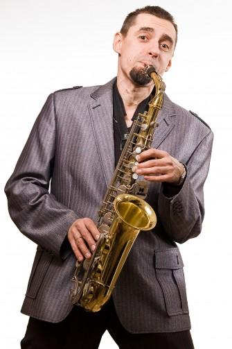 Dominik - Na saksofonie też umie grać -  tacy to mają szczęście :D Kraków