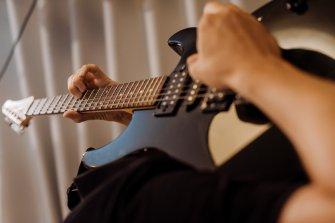 solo z gitarą na głowie;) Olsztyn