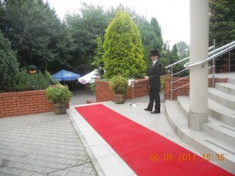 Czerwony dywan dla Młodej Pary oraz aperitif w ogrodzie Kraków
