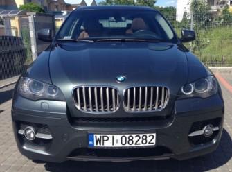 Presti�owym BMW X6 zawioz� do �lubu. Warszawa