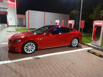 Elektryczne auto do ślubu - Tesla S już naładowana i gotowa do wyjazdu Katowice