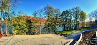 Widok z okien na jezioro. Międzybrodzie Bialskie