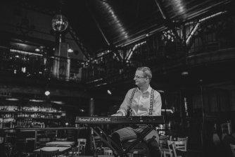 Mariusz -  mistrz czarno-białych klawiszy  Kalisz