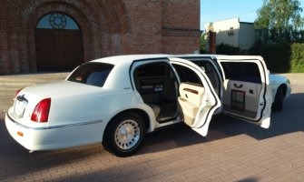 Limuzyną do ślubu, Lincoln Town Car Łask