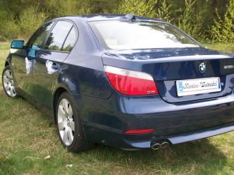Niebieskie BMW 530xd, wnętrze kremowe skóry - Poznań