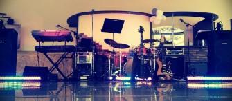 Pełny skład - klawisz, gitara elektryczna, gitara basowa, perkusja, 2 wokale, saksofon Rybnik