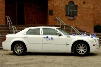 Chrysler 300 C 5,7 HEMI kolor śnieżno biały Podegrodzie