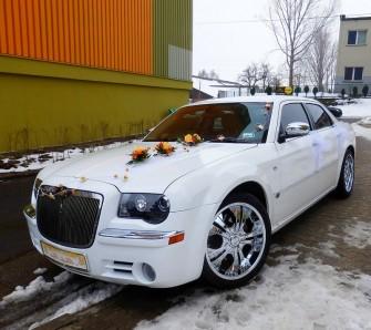 Chrysler 300C śnieznobiały i czarny na ślub i wesele Katowice