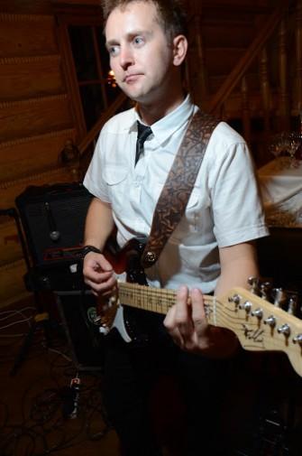 Krzysztof - gitara solowa, wokal, tamburyno, prowadzi zabawy:) Radom