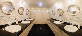 Sala kominkowa łazienki Załakowo