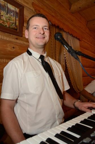 Piotrek - instrumenty klawiszowe, saksofon. Radom