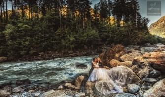 Piękna sesja ślubna nad rzeką w Szwajcarii w Alpach. Wrocław