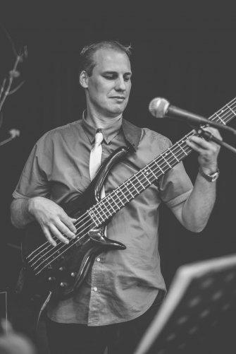 Andrzej - gitara basowa, wokal Bydgoszcz