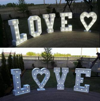 Love + serce przed salą Bielsk Podlaski