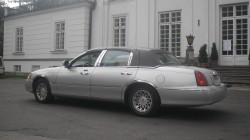 Piękna limuzyna Lincoln, wynajem na śluby oraz inne uroczystości Warszawa