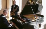Zesp� lub DJ graj�cy na saksofonie, akordeonie, flecie Pozna�