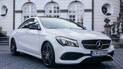 Biały Mercedes CLA w pakiecie AMG Kraków
