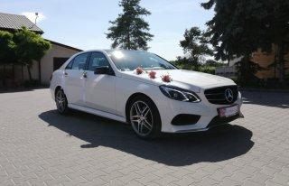 Biały Mercedes z czarnym dachem Grójec