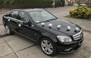 Czarny Mercedes C200 do ślubu Żabno