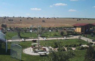 Zajazd u George a  Agroturystyka Starczówek Ziębice