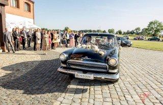 Piękny czarny klasyczny samochód na ślub Olsztyn