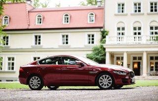 Auto na Ślub - Jaguar XE Czerwony  2.0 D Prestige salon Polska Kraków