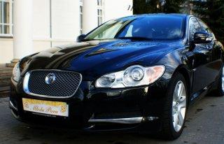Czarny jaguar XF Pruszków